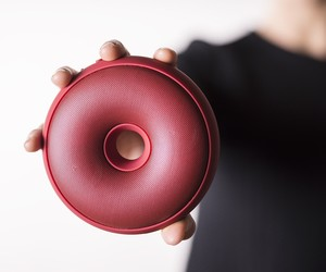 Hoop portable bluetooth speaker
