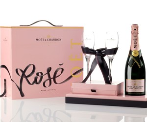"MOËT & CHANDON ROSÉ X TYRSA ""LINK YOUR LOVE ROSÉ"""