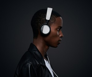 BeoPlay H2 on-ear headphone