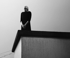 SURREAL PORTRAITS BY NOELL OSZVALD
