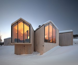 Split View Mountain Lodge by Reiulf Ramstad