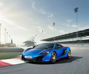 McLaren unveils its new 650S supercar