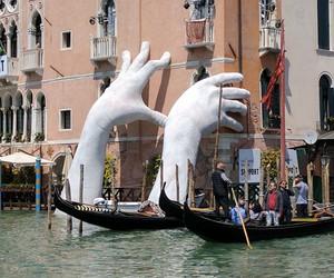 Lorenzo Quinn's Installation in Venice
