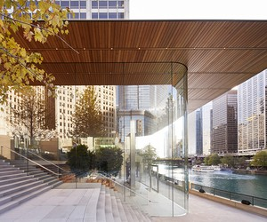 Apple Michigan Avenue Opens in Chicago