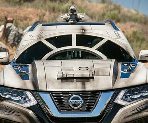 Millennium Falcon-Themed Nissan Rogue