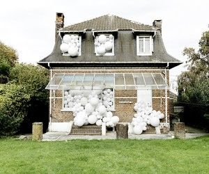 Balloon Invasions by Charles Pétillon