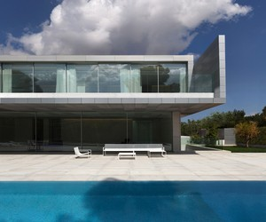 Aluminium House by Fran Silvestre Arquitectos