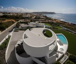 Casa Elíptica by Mário Martins Atelier in Luz
