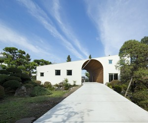 Arch Wall House by Naf Architect & Design, Japan