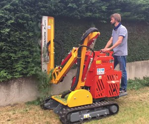 The mobile hedge trimmer