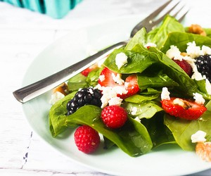 Summer Berry and Spinach Salad