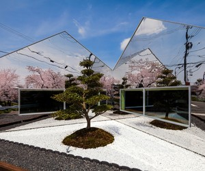 Mirrors Café in Gifu by bandesign