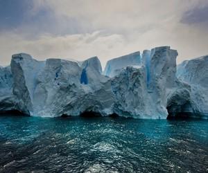 SERENE ICEBERGS BY PHOTOGRAPHER MICHAEL LEGGERO