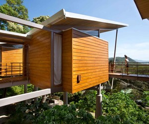 Casa Flotanta is a Contemporary New Tree house