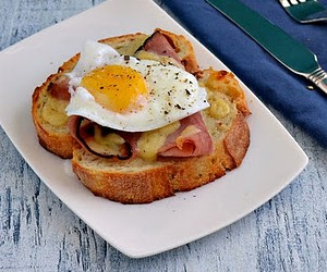 The perfect Ham & Cheese Sandwich for Breakfast