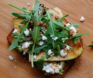 toast with cottage cheese, avocado and rucola