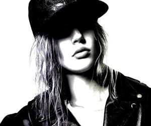Elisabeth Erm / Jason Kibbler (Numéro)