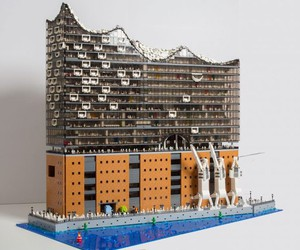 "New Hamburg Opera House ""Elbphilharmonie"" in LEGO"