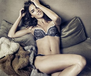 Video: Hilary Rhoda for Oysho