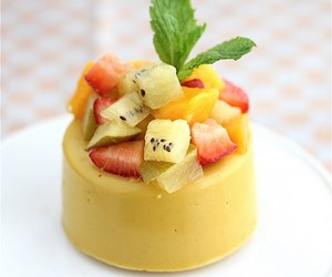 Kiwi-Mango Panna Cotta