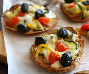 Mini Pizza with Haloumi, olives  and Zucchini