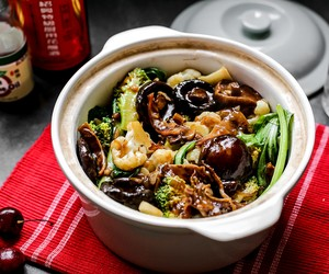 Mixed Vegetables in Claypot with Squid