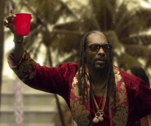 "Snoop Dogg – ""Point Seen Money Gone"" feat. Jeremih"