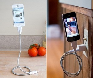 Une Bobine – Charging/Sync Cable + Flexible Stand