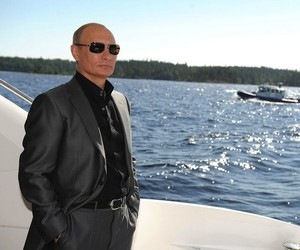 vladimir putin looking at things