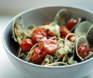 Spaghetti alla Vongole with Clams and Cherry Tomat