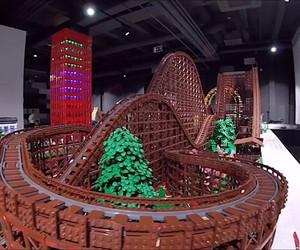 Chairudo build roller coaster of 90,000 Lego brick