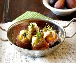 Prosciutto Wrapped Figs with Goat Cheese