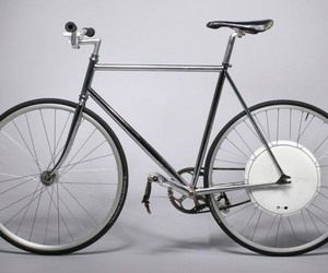 THE FUTURE OF BIKING IS FLYKLY SMART WHEEL