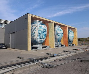 Mural with three photorealistic vases