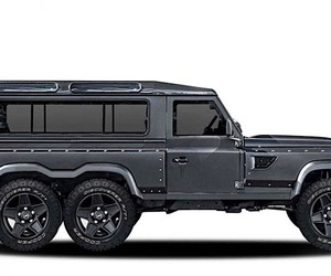 Kahn Design improves a Land Rover Defender