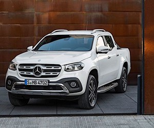X-Class: first pick up by Mercedes