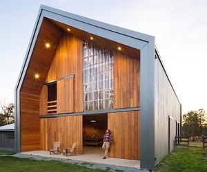 MOTIV Architects builds a pretty chic Barn