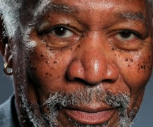 Insane Morgan Freeman iPad Finger Painting