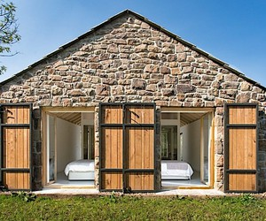 Stone ruin becomes holiday retreat