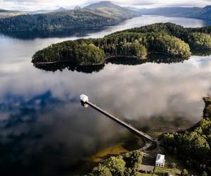 Wilderness Retreat: Lake House On A Tasmanian Lake