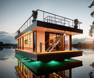 Rev Houseboat