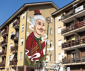 SeaCreative paints a carnival figure on a wall