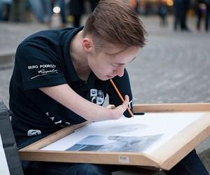 The armless artist Mariusz Kedzierski