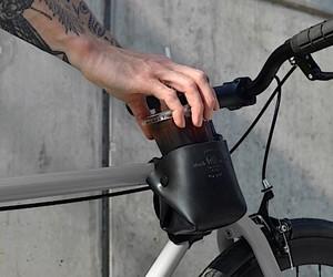 Ein handgefertigter Flaschenhalter fürs Fahrrad vo