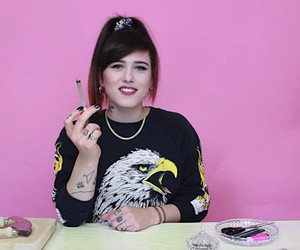 Suzie Grime shows how it's done to roll a joint