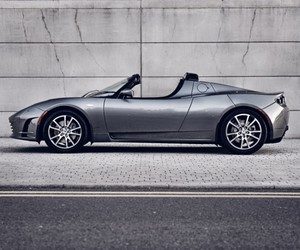 Tesla Launches the Roadster 3.0