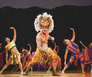 The Lion King Australia Cast Sings On Plane