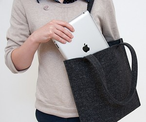 THE TOTE FOR YOUR IPAD OR MACBOOK AIR