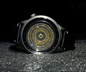 timepiece with traditional design bonds by ships