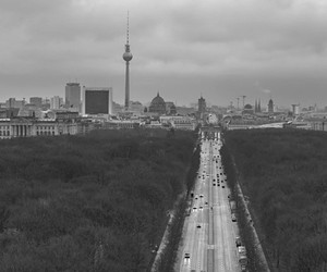 Two days of Berlin in space and time lapse